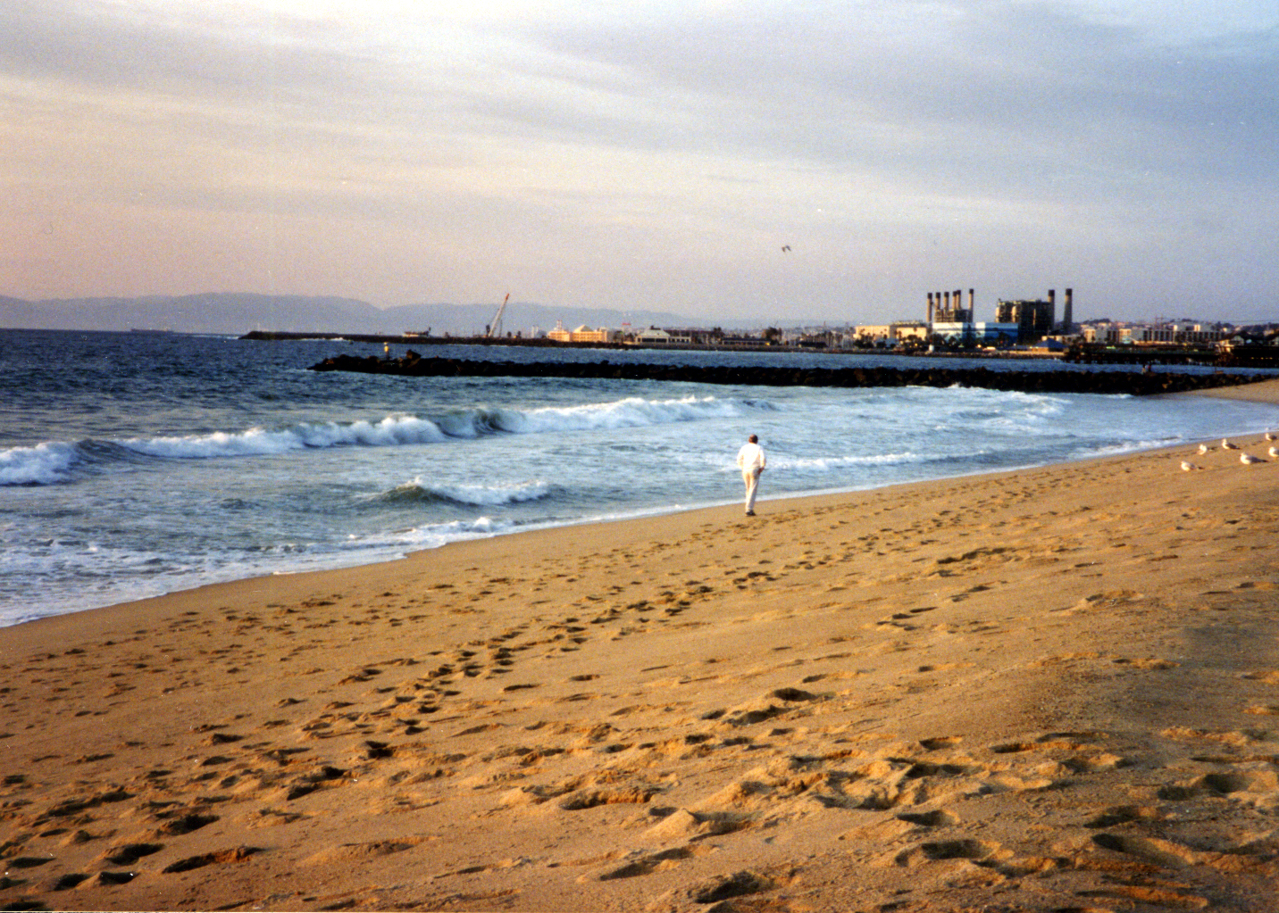 walking-north-to-pier