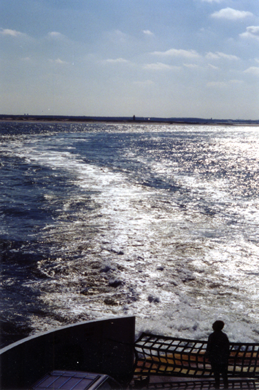 CL005W Ferry Wake