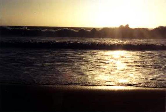 HB010W Hermosa Storm Waves 1